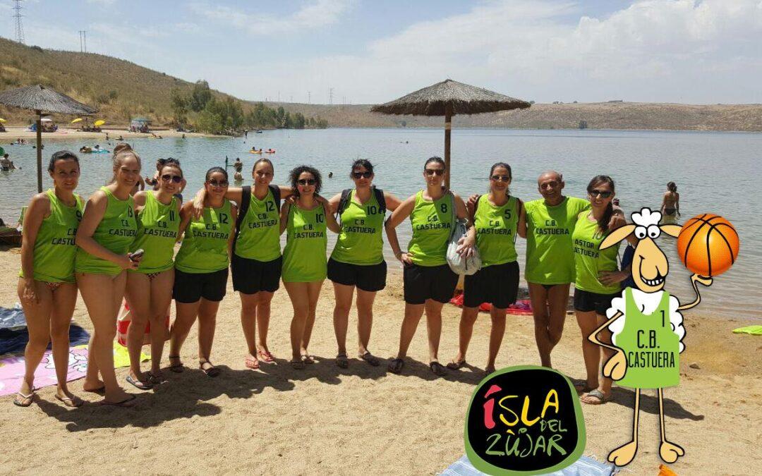El Grupo Femenino de Baloncesto de Castuera celebró su 30 aniversario en la Isla del Zujar.